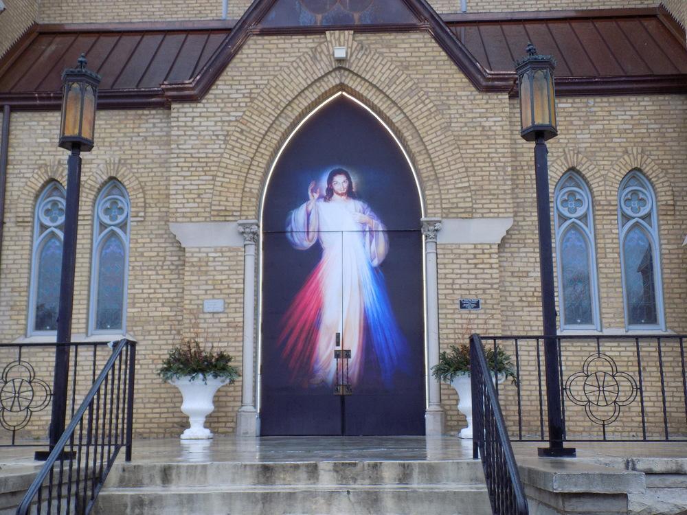 holy-door-before-service